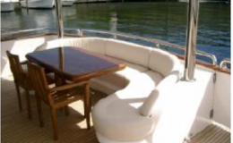 82′ Horizon Luxury Yacht Seattle Yacht Charters Daily Aft Deck Seating