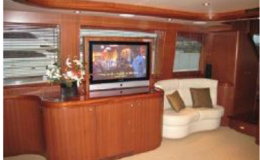 82′ Horizon Luxury Yacht Seattle Yacht Charters Daily4 Sitting Area