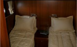 82′ Horizon Luxury Yacht Seattle Yacht Charters Daily5 Full Beam Guest Stateroom
