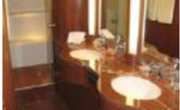 82′ Horizon Luxury Yacht Seattle Yacht Charters Daily5 Full Beam Master Bathroom