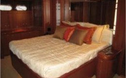 82′ Horizon Luxury Yacht Seattle Yacht Charters Daily5 Full Beam Master Stateroom