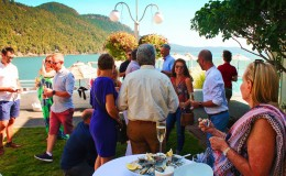 Pretty-Fork-Destination-Dining-guests-with-Oysters-Rosario-Resort-Orcas-Island-e1473111744490