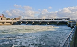 ballard_locks_spillway_wide
